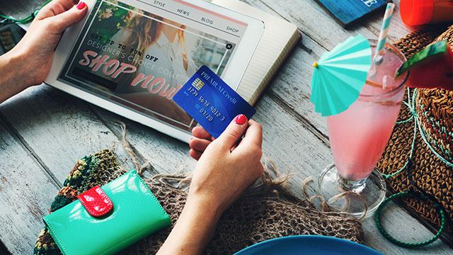 アクレダ銀行デビットカード